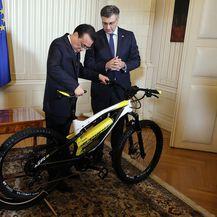 Andrej Plenković i kineski premijer Li Keqianga razmjenili poklone (Foto: Davor Pongracic/PIXSELL)