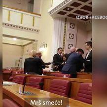 Zastupnici su za izmjenu zakona o mobitelima u Saboru (Video: Dnevnik Nove TV)