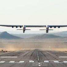 Najveći zrakoplov uspješno završio prvi let (Foto: AFP) - 1
