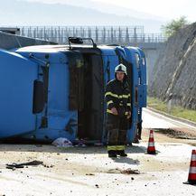 Prometna nesreća kod Šibenika (Video: Pixsell, Hrvoje Jelavić)
