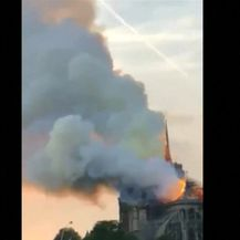 Gori Notre-Dame u Parizu (Video: Reuters)
