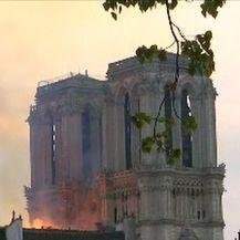 Notre-Dame u plamenu (Video: Reuters)