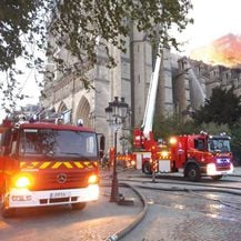 Gašenje požara na katedrali Notre-Dame (Foto: Facebook/Pompiers de Paris)