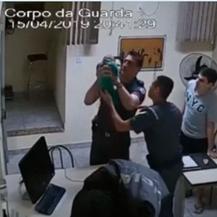Spašavanje beba (Foto: Screenshot)