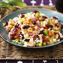Hladna salata s rižom i šunkom