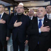 Brkić i Plenković stoje za vrijeme himne (Foto: Dnevnik.hr)