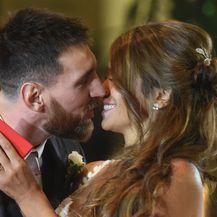 Lionel Messi i Antonella Roccuzzo (Foto: AFP)