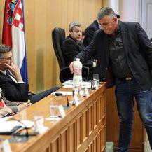 Miro Bulj donio mlijeko premijeru Plenkoviću (Foto: Jurica Galoic/PIXSELL)
