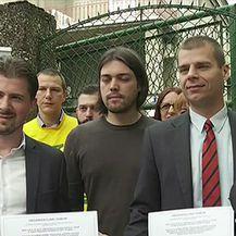 Članovi Živog zida o zabrani ukidanja financiranja političkim strankama iz državnog proračuna (Video: Vijesti u 17 Nove TV)