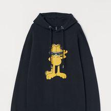 Crna majica s kapuljačom i obostranim printom, 29.99 eura, H&M