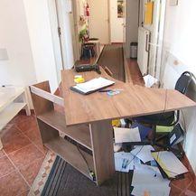 Razbacane stvari nakon napada na Centar za socijalnu skrb u Ivanić Gradu - 2