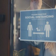 Znak za održavanje socijalne distance