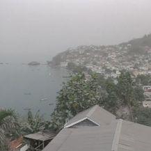 Otok Sveti Vincent prekriven pepelom - 1