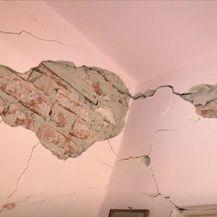 Kuća oštećena u potresu - 3