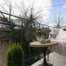 Balkon s pogledom na vrt u blizini Trga bana Josipa Jelačića
