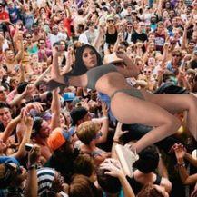 Kim Kardashian (Foto: Twitter) - 16