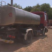 Doprema vode cisternom u kninska sela (Foto: Dnevnik.hr)