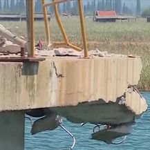 Tanker udario u dok luke u Pločama (Video: Dnevnik Nove TV)
