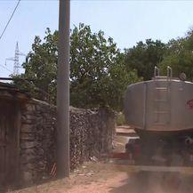Stanovnici kninskih sela vodu dobivaju pomoću cisterni (Video: Dnevnik Nove TV)