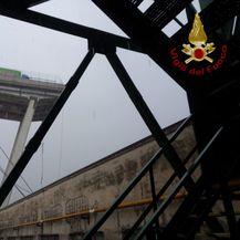 Srušeni vijadukt na autocesti kod Genove (Foto: Reuters)