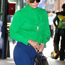 Jennifer u košulji modne kuće Gucci