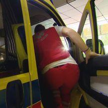 Hitna pomoć kreće u intervenciju (Foto: Dnevnik.hr)