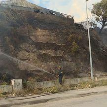 Buknuo je požar na Splitskom Žnjanu (Foto: Dnevnik.hr) - 3
