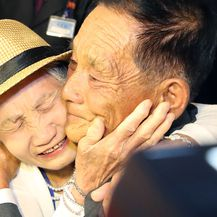 Ponovni susret majke i sina (Foto: AFP)