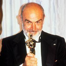 1988. godine osvojio je Oscara za sporednu ulogu u filmu The Untouchables