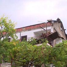 Grom udario u krov kuće u Gornjem Karinu (Foto: Dnevnik.hr)