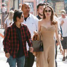 Angelina Jolie u goloj haljini - 3