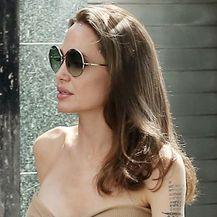 Angelina Jolie u goloj haljini - 4