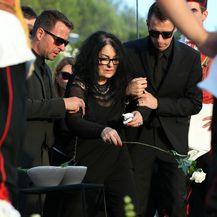 Vesna Dragojević sa sinovima (FOTO: Sanjin Strukic/PIXSELL)