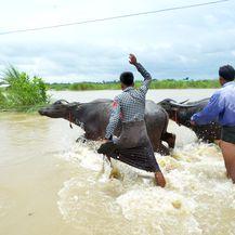 U Mjanmaru popustila brana, poplavljeno 85 sela i tisuće ljudi napustilo domove (Foto: AFP)