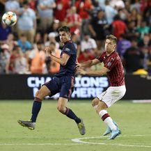 Ivan Mihaljević na utakmici protiv Milana (Foto: Firo/DPA/PIXSELL)