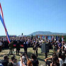 Podizanje zastave na kninskoj tvrđavi (Foto: Hrvoje Jelavic/PIXSELL)