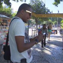 Muškarac na mobitelu (Foto: Dnevnik.hr)