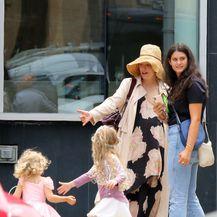Blake s kćerkicama James i Inez