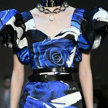 Najveći jesenski trend: crne haljine sa cvjetnim uzorkom