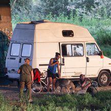 Iz kampera parkiranog ispod mosta Mladosti pas iskočio te uginuo obješen na uzici (Foto: Borna Filic/PIXSELL)