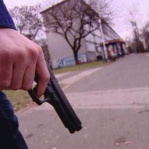 Policajac s pištoljem (Foto: Dnevnik.hr)