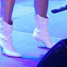 Bijele čizme za vrelu ljetnu noć
