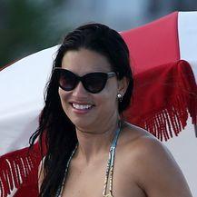 Adriana je nosila bikini s dvostrukim špagicama za vezanje oko vrata
