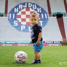 Toma Efendić, dječak čija je fotografija obišla svijet (Foto: Robert Matić / hajduk.hr)