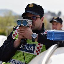Prometna policija mjeri brzinu (Foto: Hrvoje Jelavic/PIXSELL) - 5
