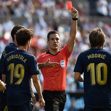 Modrić dobio crveni karton (Foto: AFP)