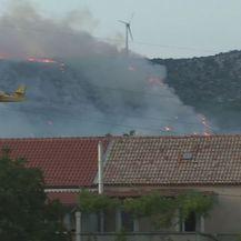 Kanader gasi požar (Foto: Dnevnik.hr)