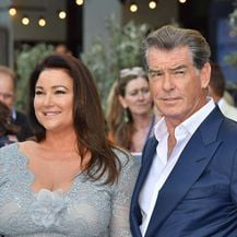 Pierce Brosnan i Keely Shaye Smith (Foto: Profimedia)