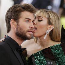 Liam Hemsworth i Miley Cyrus (Foto: Profimedia)