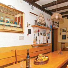 Sporna fotografija u kući Lovre Kuščevića na Braču (Foto: Booking.com)